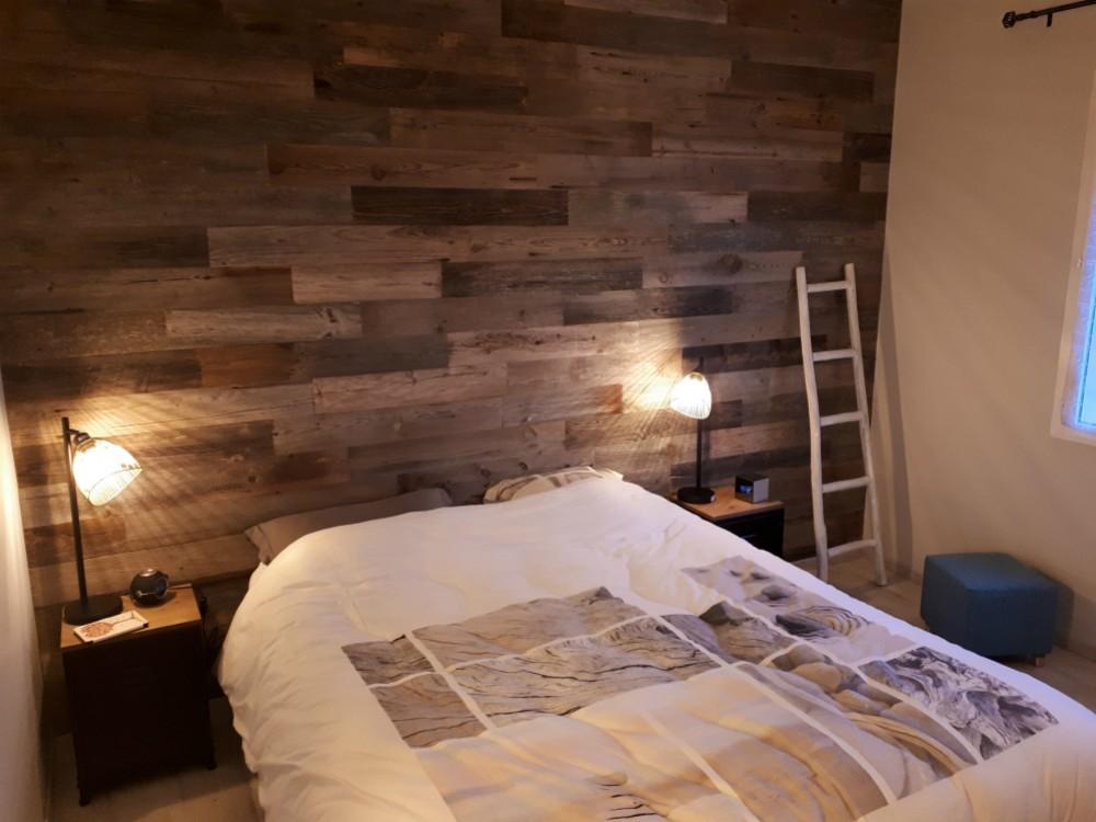 Chambre au style scandinave - Lames adhésives en vieux bois - byB7